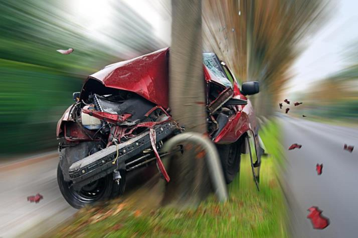 car_crash_into_tree